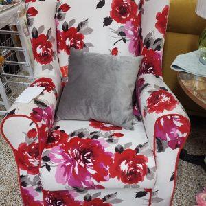 Sofá Mecedora Estampado de Flores Rojas