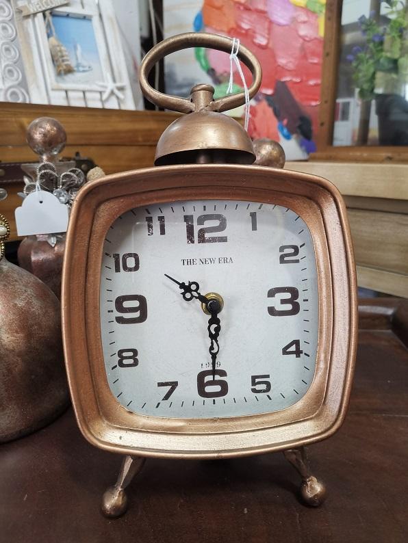 reloj de mesa color bronce
